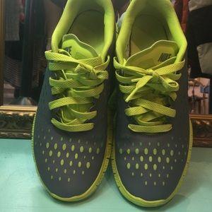 Nike Free Express GS Cool GreyVenom Green [OBO]