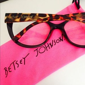 192465b490f8 Betsey Johnson Accessories - Betsey 2.0 Cheaters Glasses