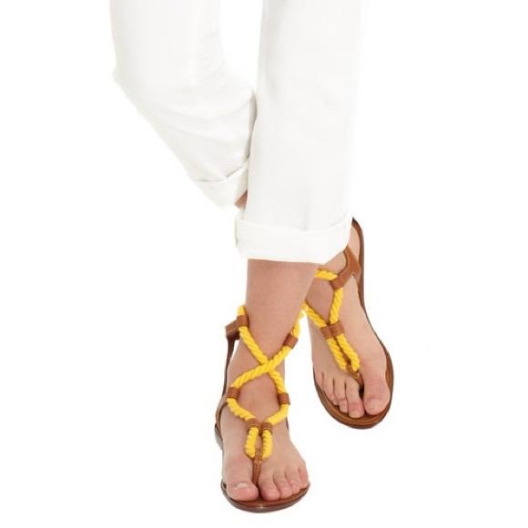 Sergio  Rossi scarpe  Sergio  Low Heel Thong Sandalo giallo Tan   Poshmark 516463
