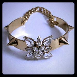 Jewelry - Beautiful gold spiked bracelet