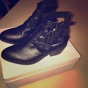 Steve Madden Size 6 black booties NEW.