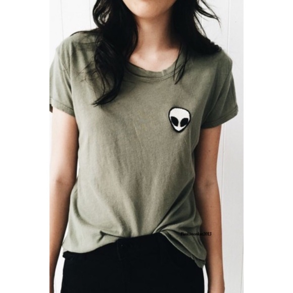 Souvent Brandy Melville - Brandy Melville olive green alien patch top from  XG49