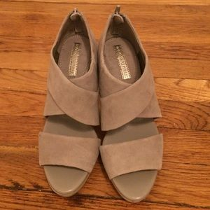 seller  pick banana republic heel