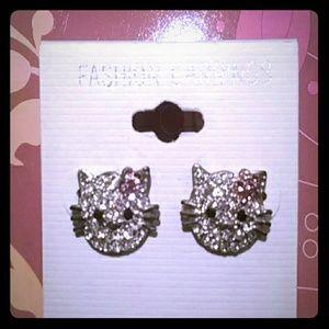 Jewelry - 🌸HOST PICK🌸 NEW Hello Kitty earrings - reduced*