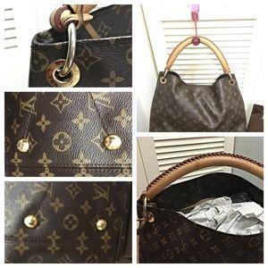 5963a667b77d Louis Vuitton Bags - Authentic Louis Vuitton artsy MM bag