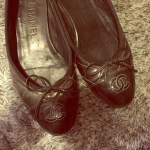 Chanel classic patent leather flats