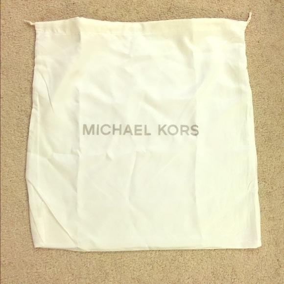 b2116b9b81c3 Michael Kors Protective Bag. M_5621aa6298182942d9004617
