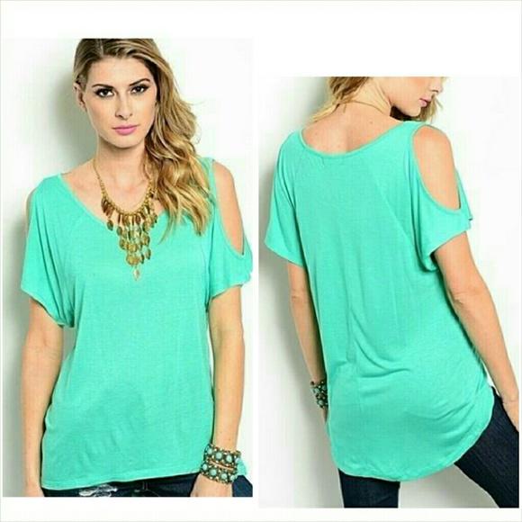 24a02edb2ad4d Short sleeve cold shoulder top medium 7 8 NWT