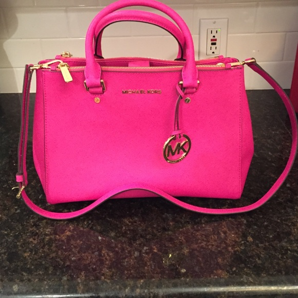 daed5a338e6a Michael Kors Medium Raspberry Sutton  VERY RARE . M 56226d5b44adba924300d8ac