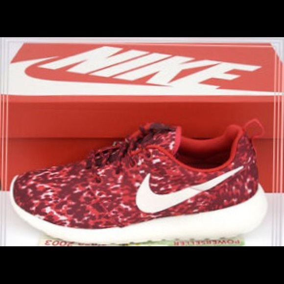 premium selection d6d99 a0abc Red Camo Nike Roshe Run Size 5.5