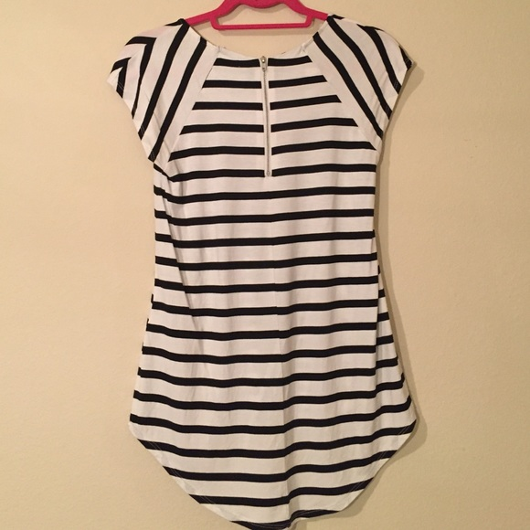 Dorothy Perkins Tops - Dorothy Perkins Black/White Striped HiLow Tee Sz 2
