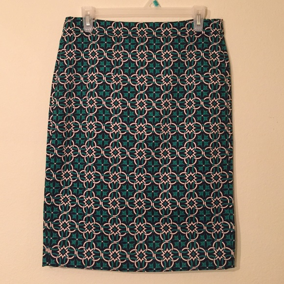 J. Crew Skirts - J.Crew Green Medallion Print Pencil Skirt Sz 4