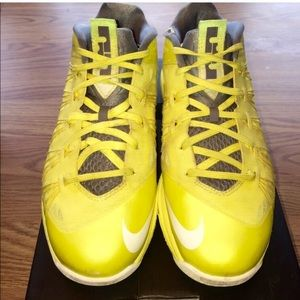 Shoes - Nike X Le BRON Size 9.  Sonic Yellow!