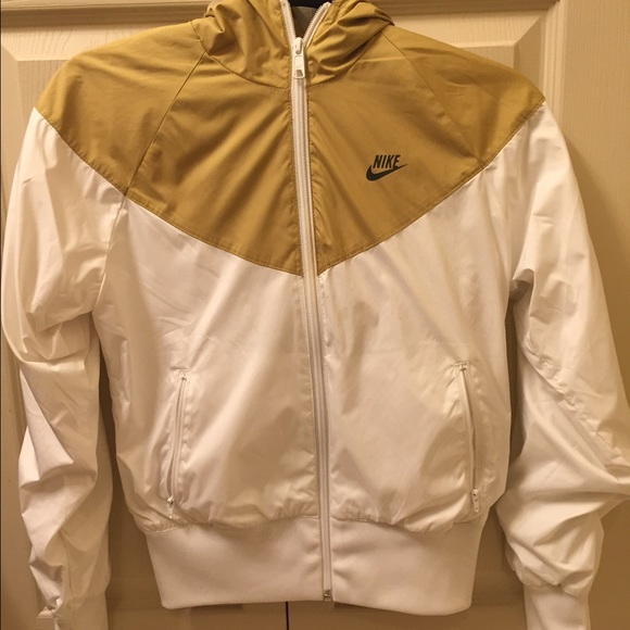c7014eae26 ... White Nike Windrunner. M 5623470e13302a6942014361. Other Jackets ...