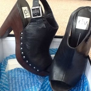 Dolce Vita black leather sandal size 7