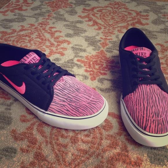 the best attitude 58c91 10a91 Pink  Black Zebra print Nike SBs. M5623dbc3f0137d2bf30165d1