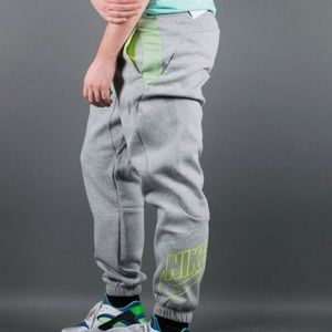 cd3bb551b3c0 Nike Pants - NWT Nike Men s HYBRID CUFF Pants SLIM FIT Joggers