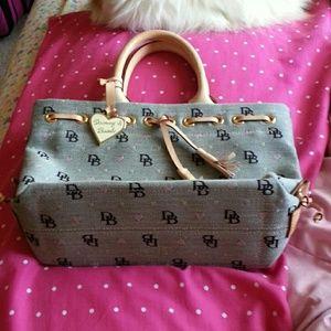 Dooney & Bourke Handbags - Medium sized Dooney & Bourke handbag