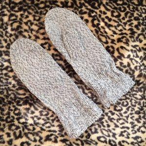 Accessories - Wool Mittens. Grey/ cream ragg knit.