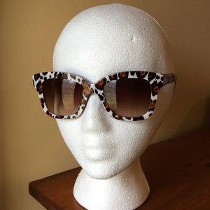 Stella McCartney Accessories - 🎉HP Jet Set Style🎉Stella McCartney Sunnies