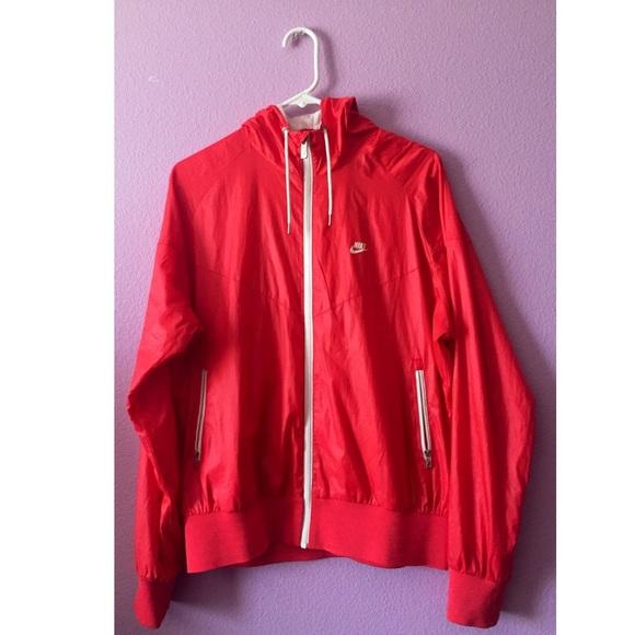 Women s Red Nike windbreaker. M 562413536d64bc71b801871f e6afbbcc7