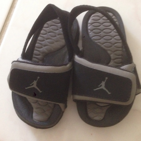 36910ee2de9fc0 Nike air jordan toddler size 6C sandals. M 562416df4e67480eef0189a7