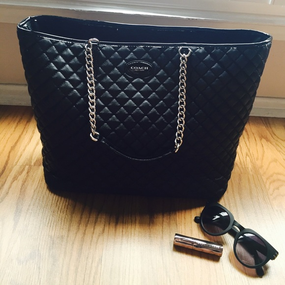 62% off Coach Handbags - Black Quilted Pattern Coach Bag from ... : black quilted handbag - Adamdwight.com