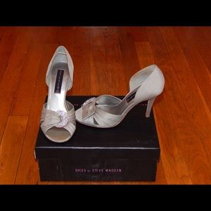 Steve Madden Silver/Grey Heels with Knotted Jewel