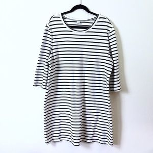 Old Navy Dresses & Skirts - Old Navy striped tee dress.