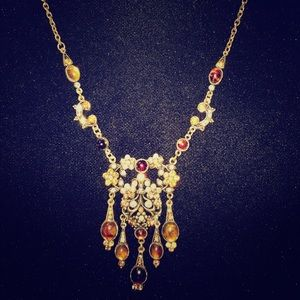 Jewelry - Beautiful Vintage Necklace