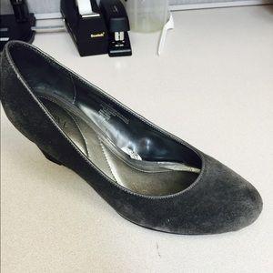  Merona wedge suede grey shoes