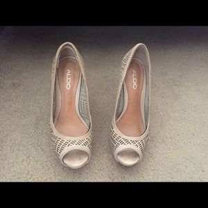 Aldo nude/beige open toe pumps