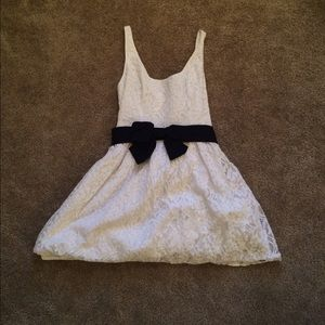 Hollister Dresses & Skirts - Lace Dress w/ Navy Bow