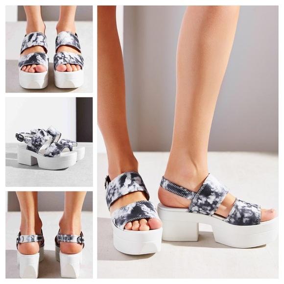 d189b690e5d2 Urban Outfitters Vagabond Lindi Sandals