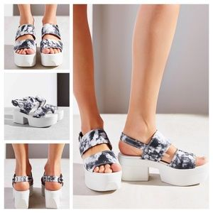492b5612e1e6 Urban Outfitters Shoes - Urban Outfitters Vagabond Lindi Sandals