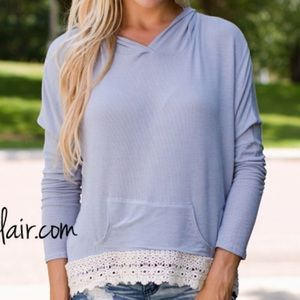 Tops - Lightweight hooded shirt with lace