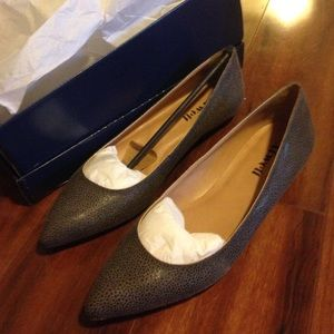 Pointy toe flat grey shoes