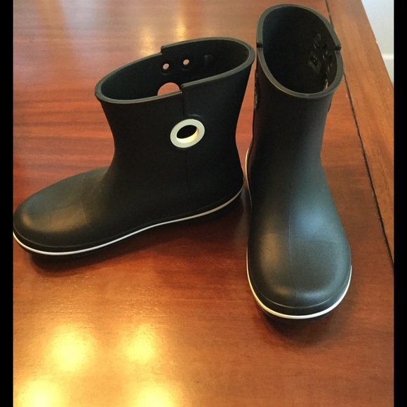 82baa1605a30c crocs Shoes - Crocs Women s Jaunt Shorty Boot