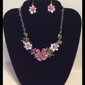 Gorgeous Flower/Leaf Statement Necklace & Earrings