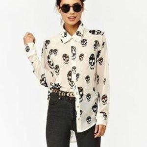 SALE!! Ivory chiffon blouse black skull print❗️