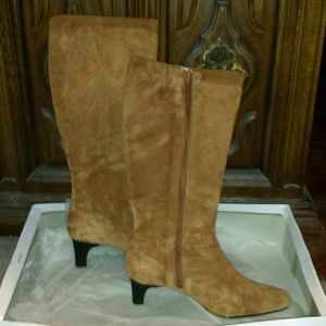AJ Valenci Shoes - Suede leather boots. Size 8.5 new!