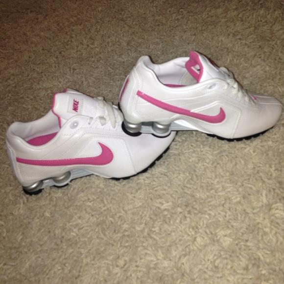 e93db5decfb White Nike Shox with pink swoosh. M 5627d8926d64bc951903141e