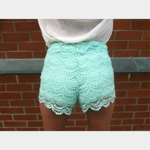 NWT Mint crochet shorts