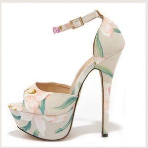 😍 HOST PICK! Floral heels