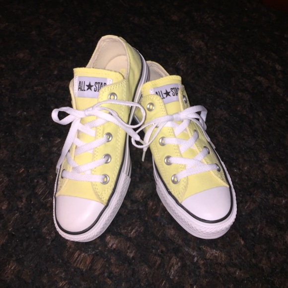 eedcd62d91a Converse Shoes - Size 6W 4M pastel yellow low-top converse
