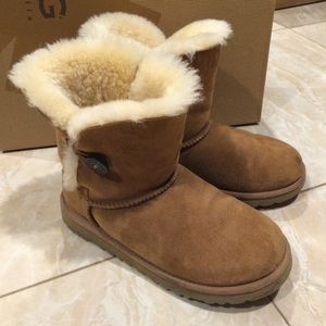 Ugg Bailey Button Chestnut Size 6