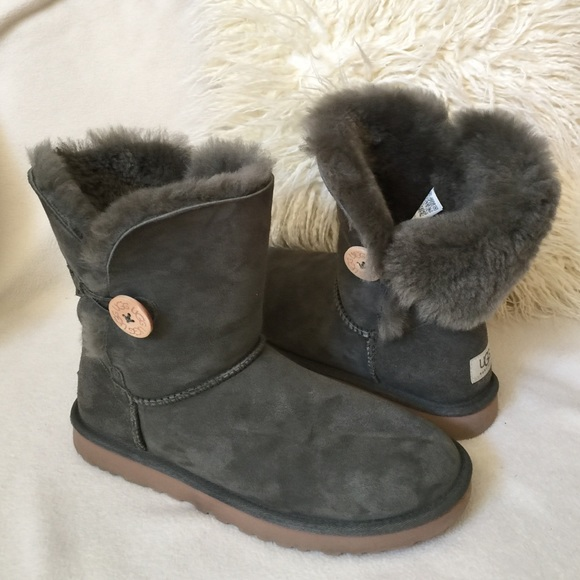 cbb031aafc2 UGG💚 Bailey button light olive green boots