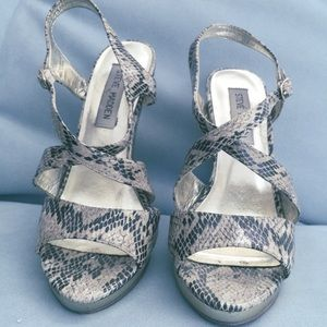 78d89a0d9517 Steve Madden Shoes - Slithering Gold Steve Madden Goddess Sandals RARE