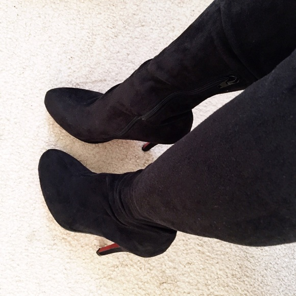 premium selection accc6 30fde Black Suede Red Bottom Thigh boots