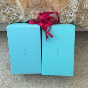 1 large Tiffany & co display storage box & paper